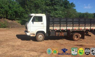 Caminhão com 10 mil maços de cigarros paraguaios é apreendido em Entre Rios do Oeste na Operação Hórus