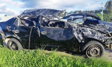 Adolescente capota veículo e criança de 6 anos, sem cinto nem cadeirinha, é ejetada do carro; estado é grave