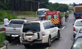 Engavetamento com quatro veículos na BR-376, em Ponta Grossa, deixa duas vítimas