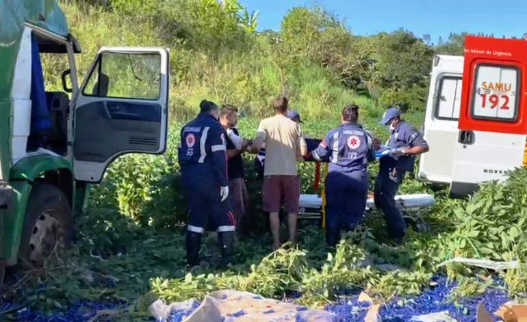 Motorista sai da pista com caminhão de Ponta Porã, cai em uma lavoura e fica ferida no Sudoeste do Paraná