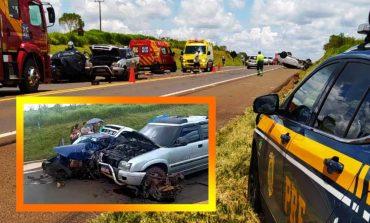 Uma pessoa morre e cinco ficam feridas após colisão frontal entre veículos na BR-277, hoje (10), em Guarapuava