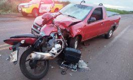 Moto fica cravada em carro após colisão em Toledo e condutores ficam feridos, um com gravidade