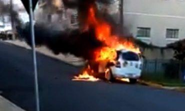 Adolescente de 14 anos, que fugiu da Casa Lar, ateia fogo no carro do Conselho Tutelar de Imbituva; vídeo