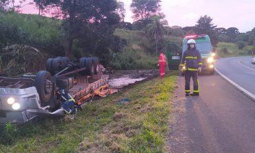 Condutor morre em capotamento de caminhão na BR-277, no final da tarde de ontem (10)