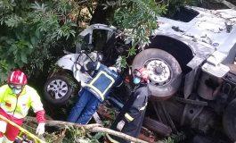 Colisão frontal entre carro e caminhão deixa, pelo menos, três mortos na BR-277, em Laranjeiras do Sul