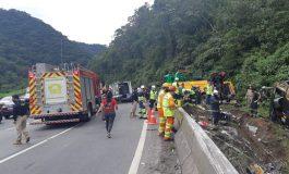 Sobe para 19 o número de mortes em acidente com ônibus em Guaratuba