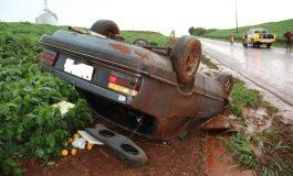 Condutor nova-santa-rosense capota veículo próximo à divisa entre Nova Santa Rosa e Novo Sarandi