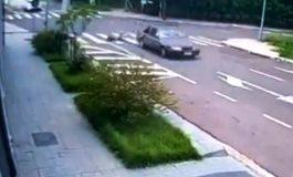 Câmera registra momento do acidente envolvendo um skatista e um veículo Monza; motorista fugiu
