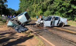 Colisão frontal entre Gol e Astra deixa uma pessoa morta e cinco feridas na PR-281