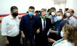 Apae entrega a Pazuello pedido para inserção de pessoas com deficiência no plano de vacinação